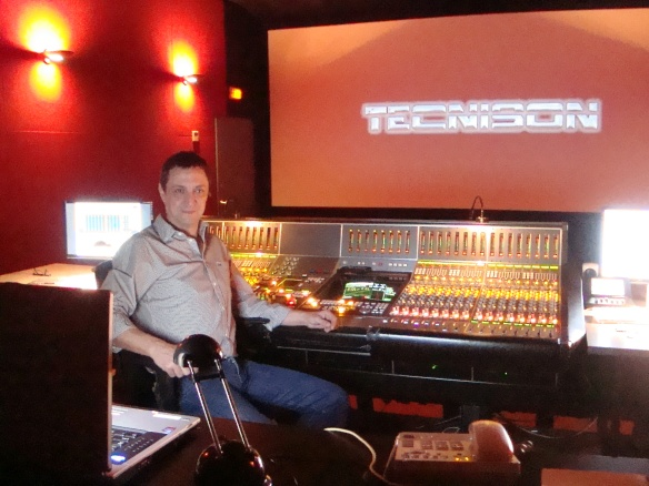 El mezclador de Re-grabación Jorge Lerner.