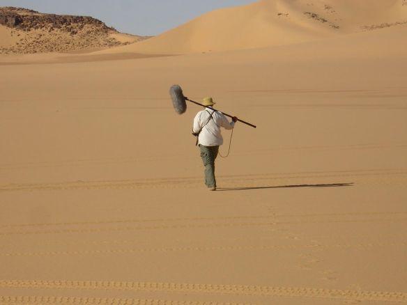 En pleno desierto del Teneré  durante el rodaje de -14 kilómetros-.