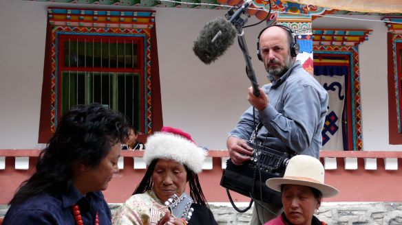 Carlos de Hita durante el rodaje de -Historias de la montaña de la bruma-