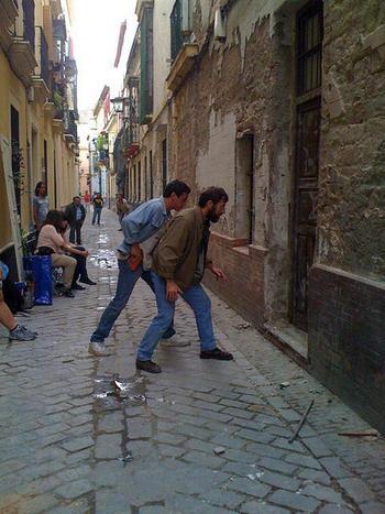 Antonio de la torre y Mario Casas en plena secuencia de Grupo 7.