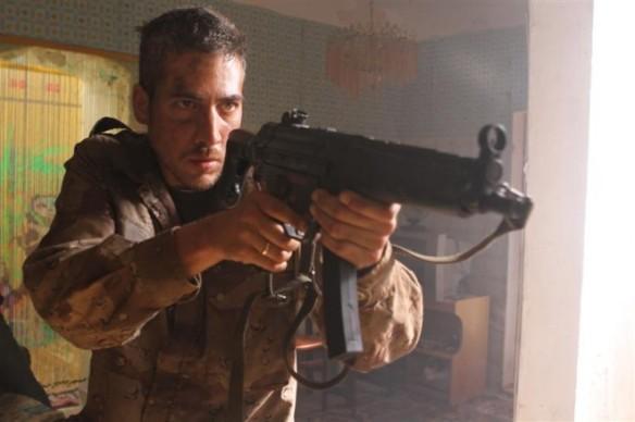 Alberto Amman en el personaje del medico militar Pablo