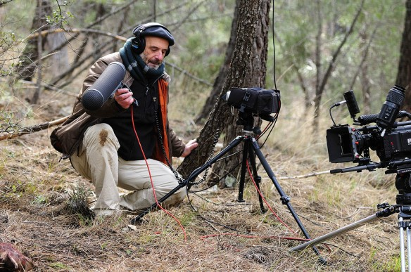 El sonidista Carlos de Hita durante el rodaje de -Guadalquivir-.