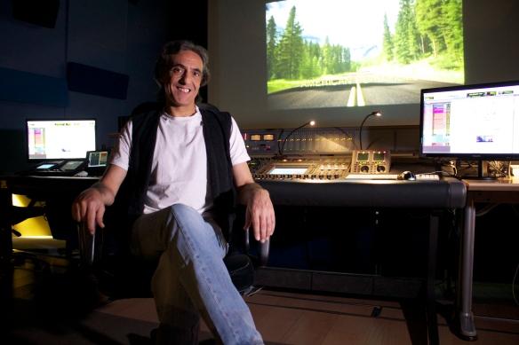 El Montador y mezclador de re-grabación Jorge Grimaldos.