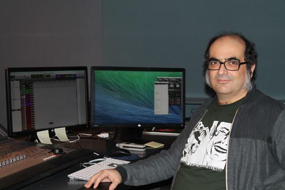 El diseñador de sonido Pelayo gutierrez en los estudios DELUXE.